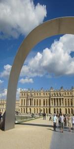 Photo du Château de Versailles vu sous l'Arche (expo 2014)